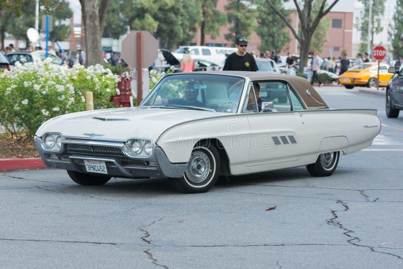 Download Automobile Di Ford Thunderbird Su Esposizione Immagine Stock Editoriale - Immagine di visualizzazione, motore: 56879134