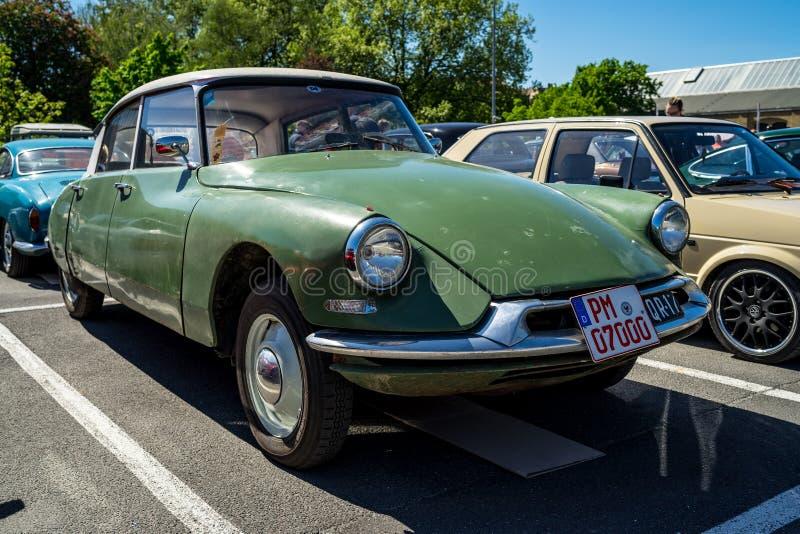 Automobile di lusso di taglia media Citroen DS, 1962 immagini stock