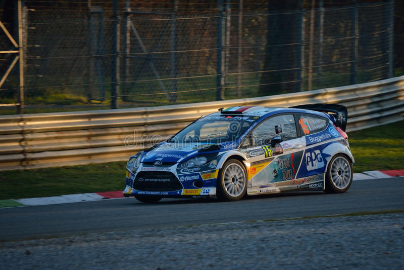 Automobile di raduno del mondo di Ford Fiesta WRC a Monza fotografie stock libere da diritti