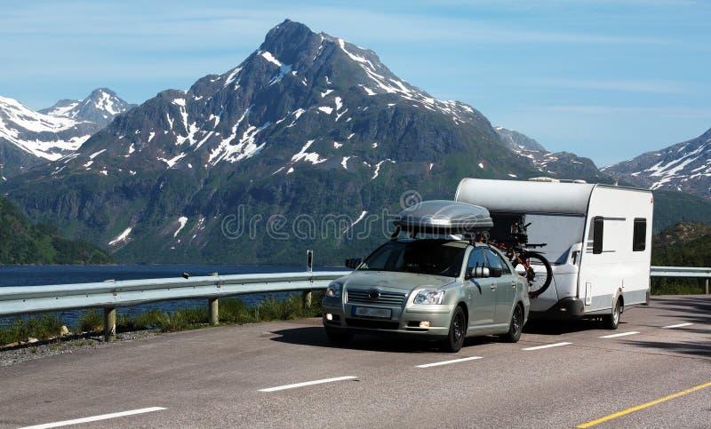 Automobile e caravan fotografie stock