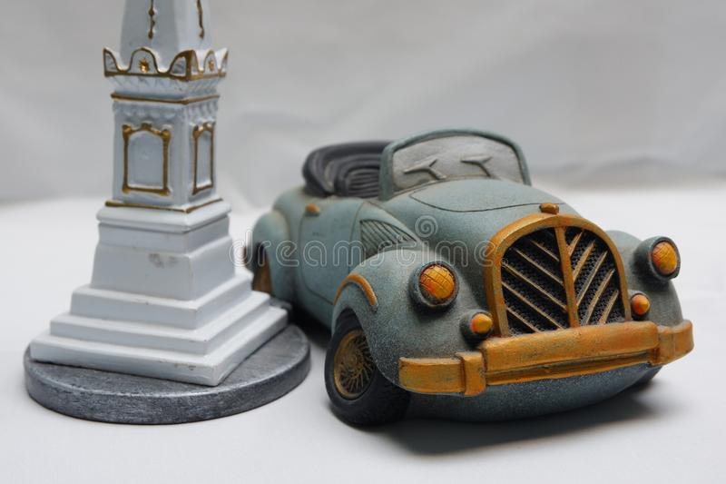 Automobile e miniatura classiche della torre per il ricordo immagini stock libere da diritti