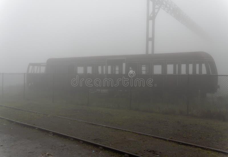 Automobile ferroviaria abbandonata dell'ambulanza immagine stock libera da diritti