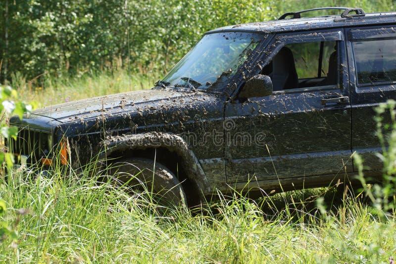 Automobile fuori strada sporca fotografia stock libera da diritti