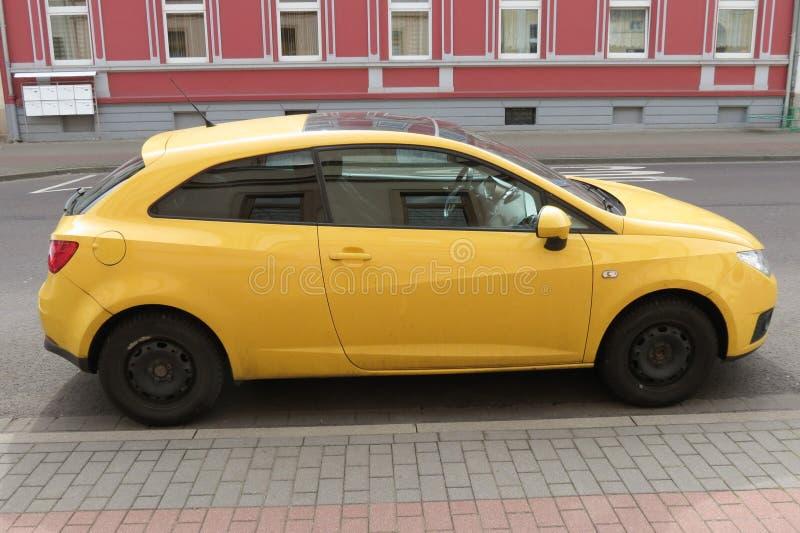 Automobile gialla di Seat Ibiza immagine stock libera da diritti