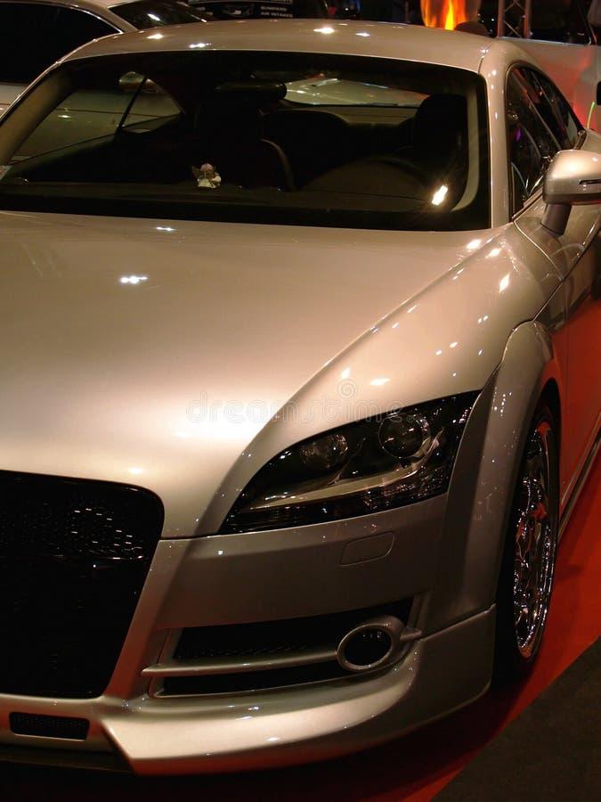 Automobile moderne en bronze images libres de droits
