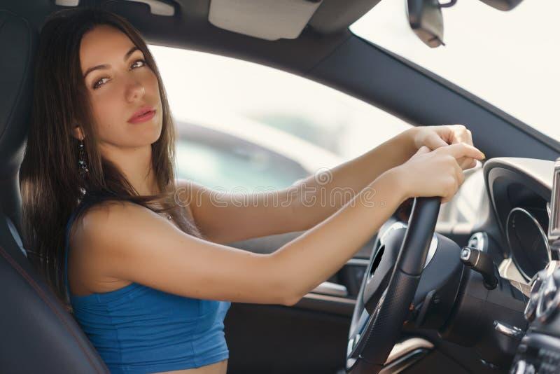 Automobile movente femminile fotografie stock libere da diritti