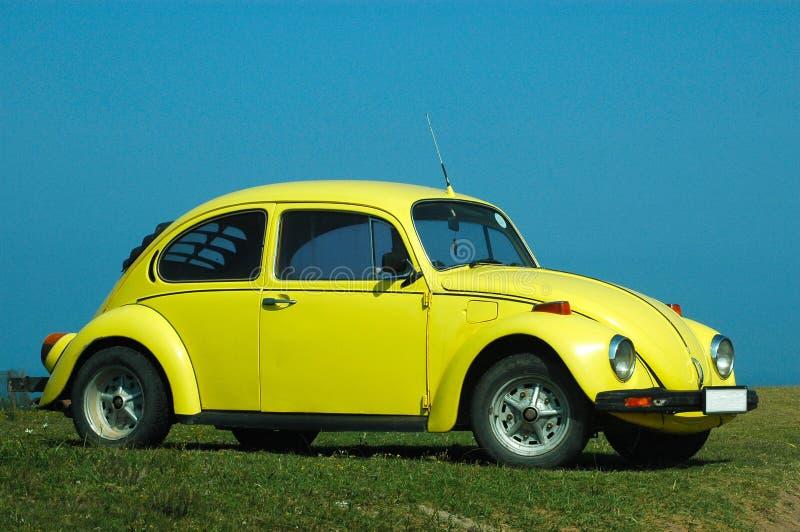 Automobile nel colore giallo immagini stock