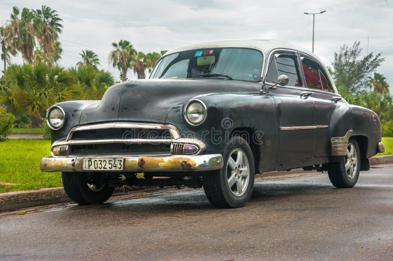 Download Automobile nera americana immagine editoriale. Immagine di strada - 117976520