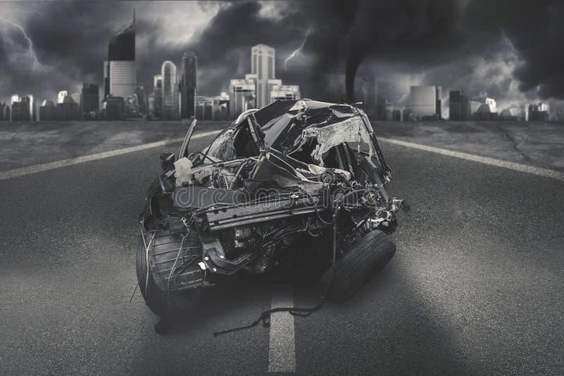 Automobile nera che ottiene incidente sulla strada fotografia stock