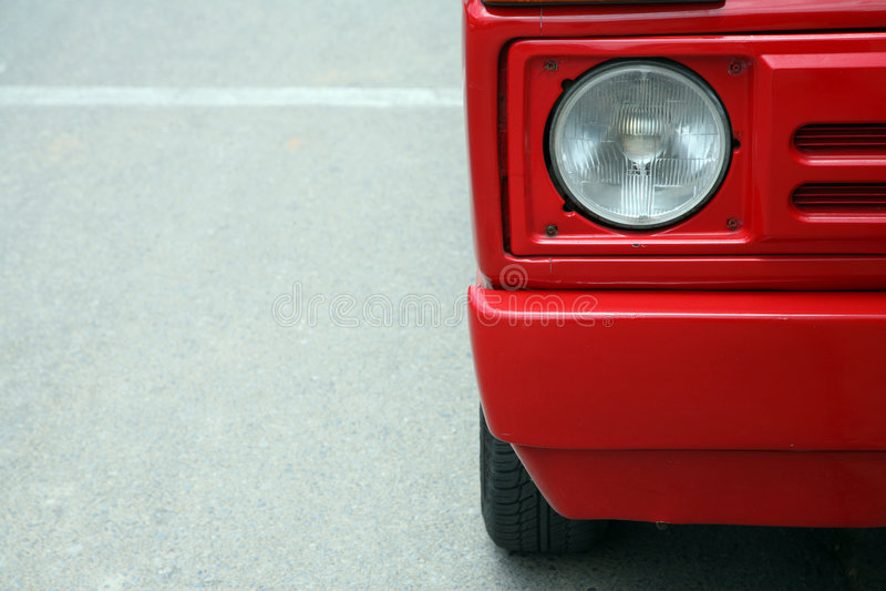 Download Automobile rossa fotografia stock. Immagine di radura - 3880258