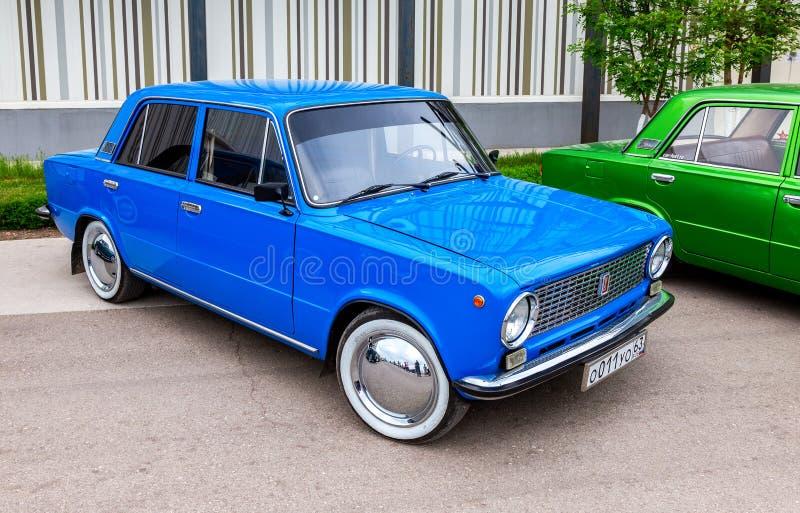 Automobile russa d'annata Lada-21011 fotografie stock