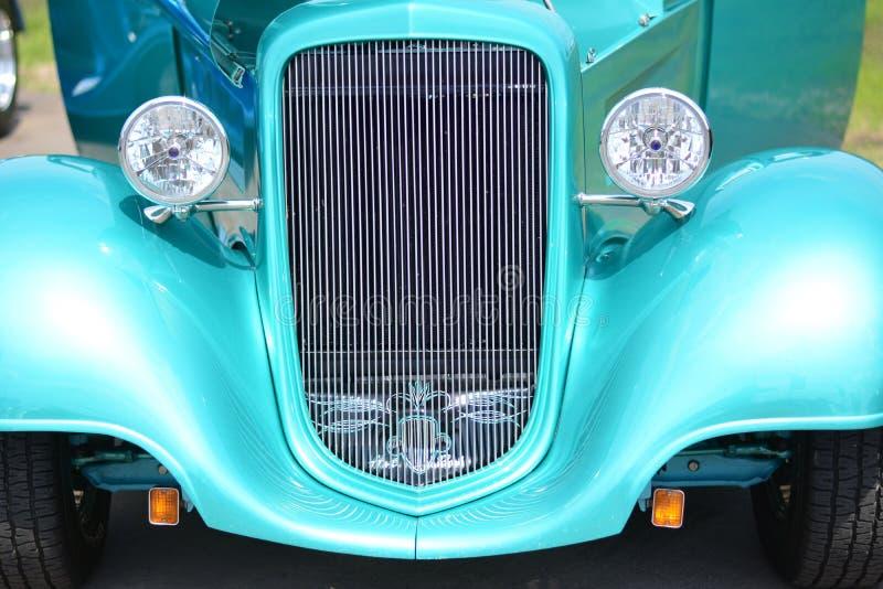 Automobile scoperta a due posti classica Hotrod della griglia di verde dell'automobile fotografie stock
