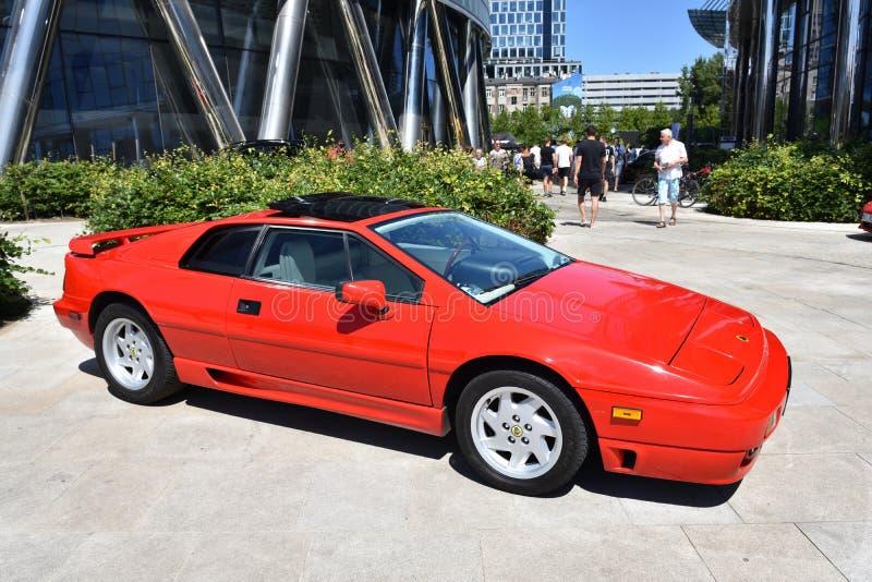 Automobile sportiva rossa classica di Lotus Esprit fotografie stock libere da diritti