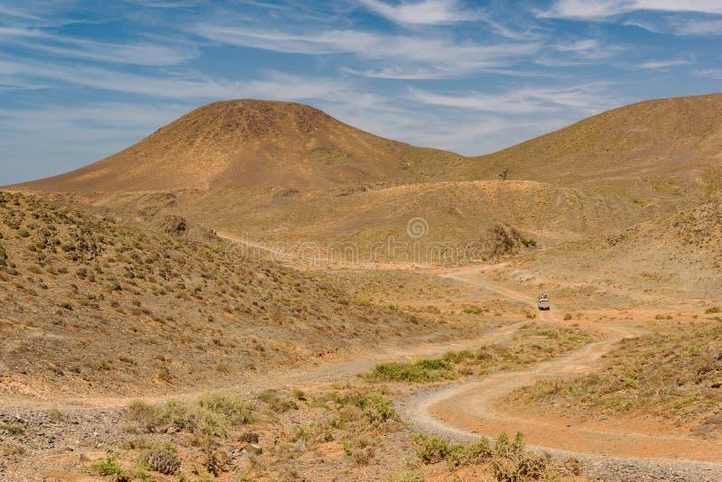 Automobile su una strada non asfaltata, Guelmim-es Semara, Marocco immagini stock libere da diritti