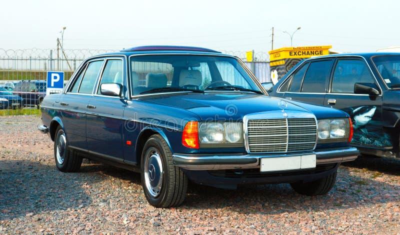 Automobile tedesca d'annata Mercedes-Benz W126 sul festival di retro Techn fotografia stock