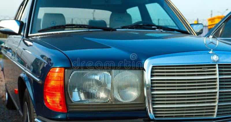 Automobile tedesca d'annata Mercedes-Benz W126 sul festival di retro Techn immagine stock libera da diritti