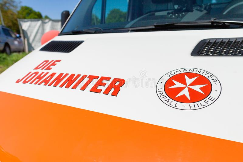 Automobile tedesca dell'ambulanza dal dado Johanniter immagine stock