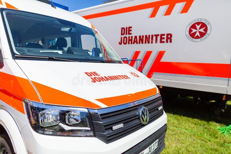 Automobile tedesca dell'ambulanza dal dado Johanniter fotografie stock