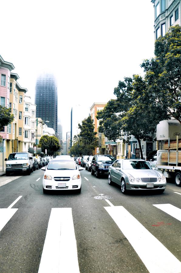 Automobili al semaforo a San Francisco fotografia stock