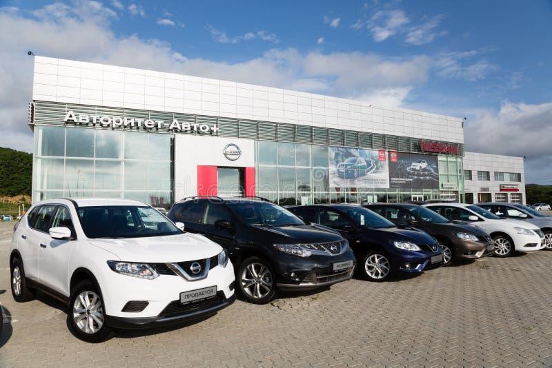 Automobili alla gestione commerciale di Nissan per la città di Vladivostok, Ru fotografia stock libera da diritti
