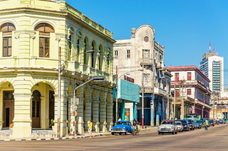 Automobili americane classiche a Avana, Cuba immagine stock