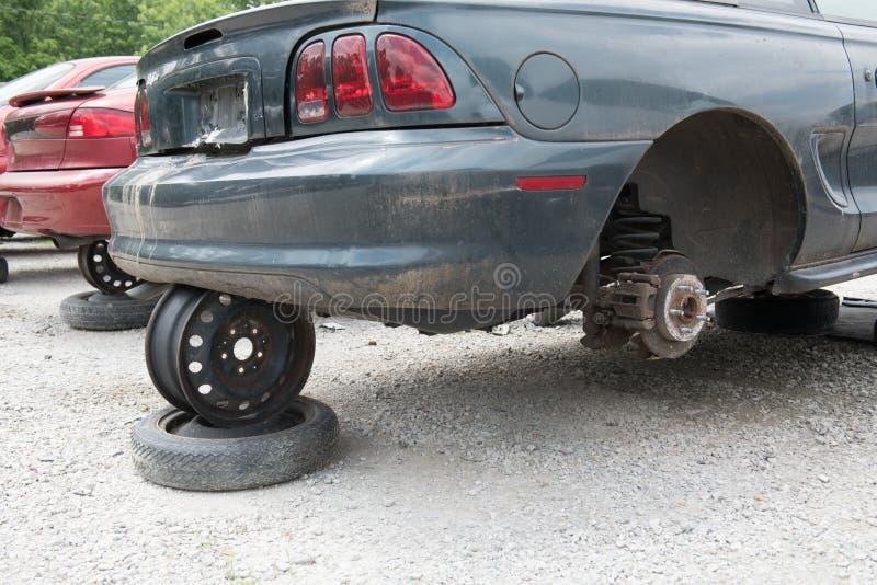 Automobili del junker in un'iarda di salvataggio immagini stock libere da diritti