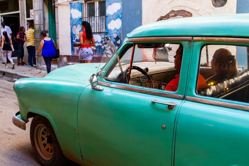Automobili dell'annata a Avana, Cuba immagini stock