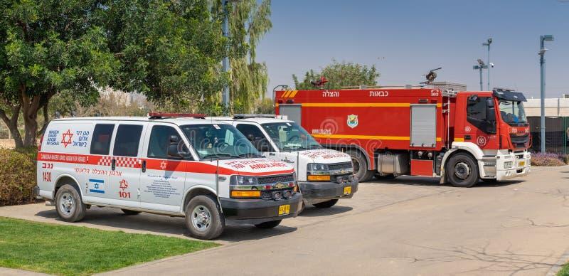 Automobili israeliane dell'ambulanza, chiamate \ «Magen David Adom \» e firetruck fotografia stock