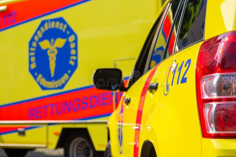 Automobili tedesche dell'ambulanza da Daetz Rettungsdienst immagine stock libera da diritti