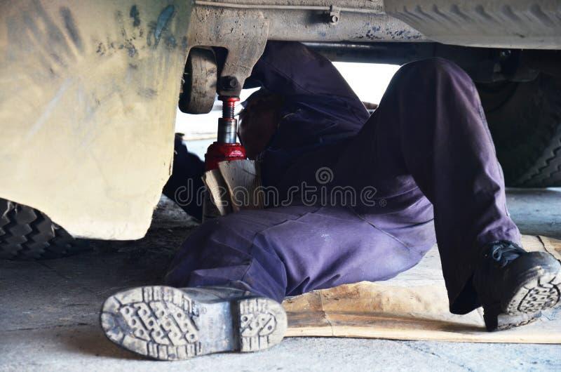 Automobilowy motorowy samochodowy mechanik zdjęcie stock