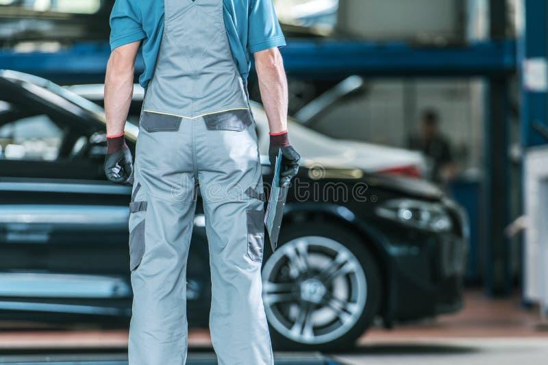 Automobilowy pracownik i Jego praca obrazy royalty free
