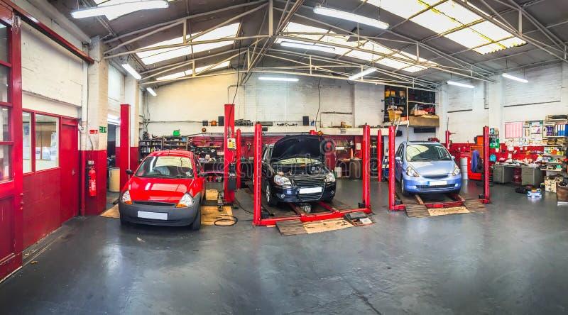 Automobilowy samochodowy remontowy sklep zdjęcia royalty free