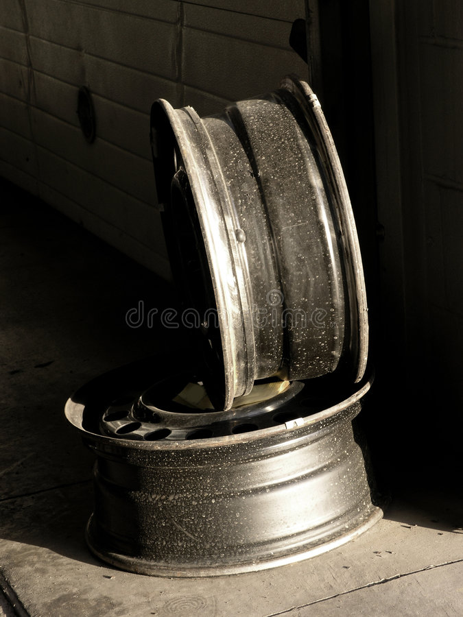 Download Automotive Service Shop, Wheel Rims Royalty Free Stock Images - Image: 952329