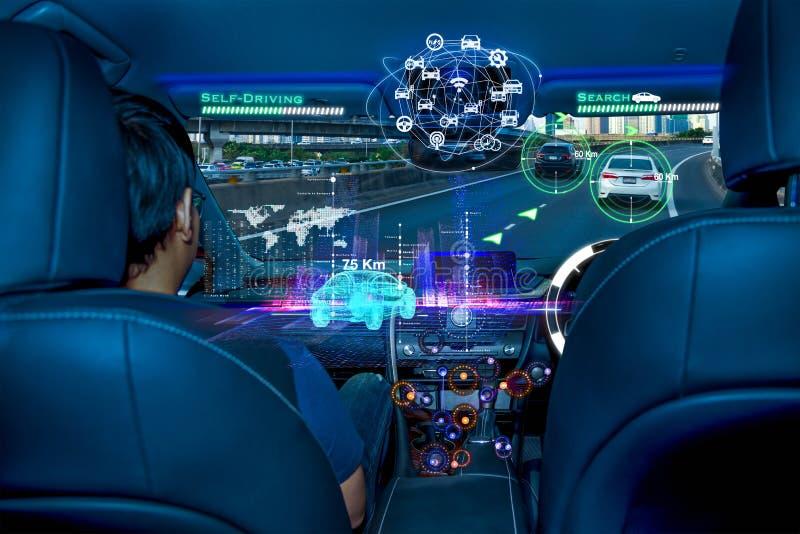 Autonome auto met passagiers, het Toekomstige concept van de technologie slimme auto stock fotografie