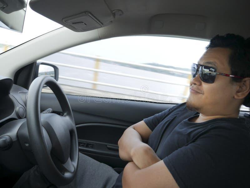 Autonome ou individu conduisant le concept de voiture image stock