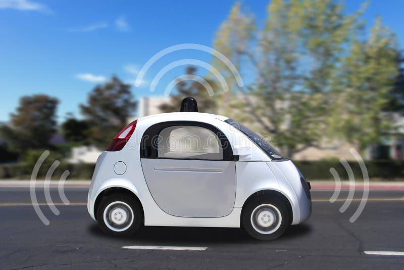 Autonomes selbst-treibendes driverless Fahrzeug mit dem Radar, das auf die Straße fährt lizenzfreie stockfotos