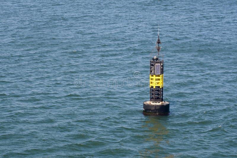 Download Autonomiczny Boja Z Panel Słoneczny Na Wodzie Zdjęcie Stock - Obraz złożonej z fala, seaway: 53791360