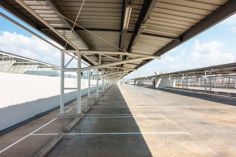 Autoparkeerterrein en Lege Ruimte voor het Gebied van het Voertuigpark in Warenhuis royalty-vrije stock foto