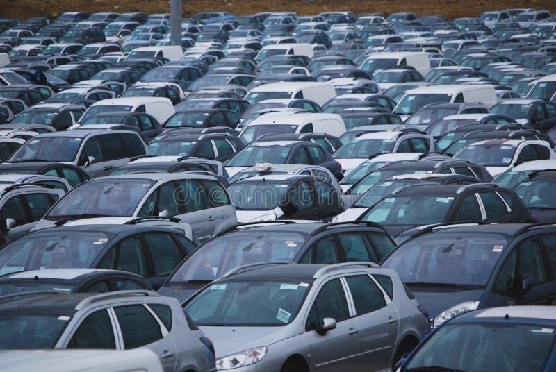 Autoparken lizenzfreies stockfoto