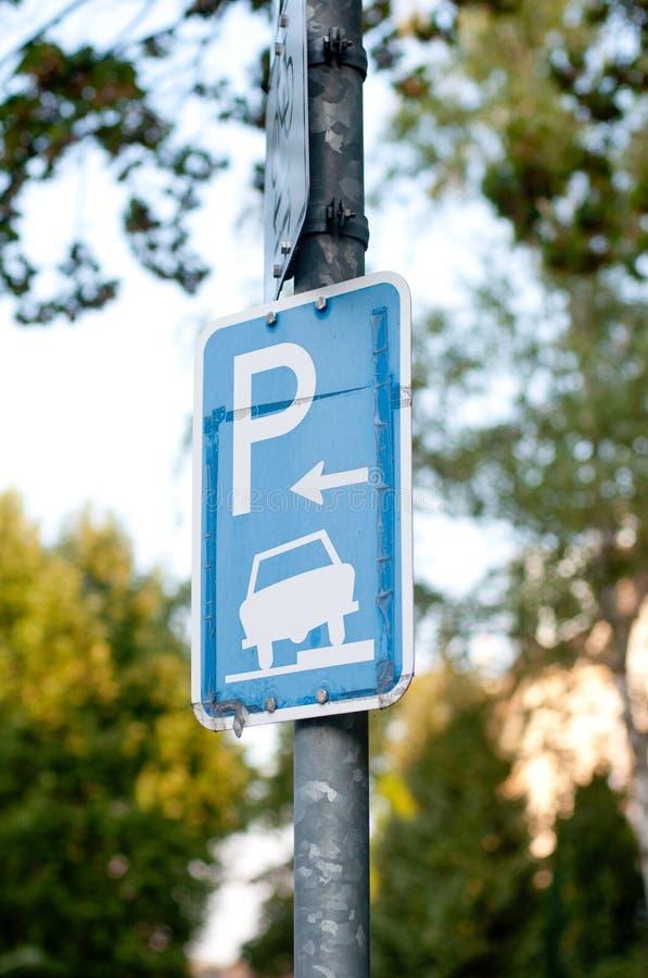 Autoparkenzeichen lizenzfreie stockbilder