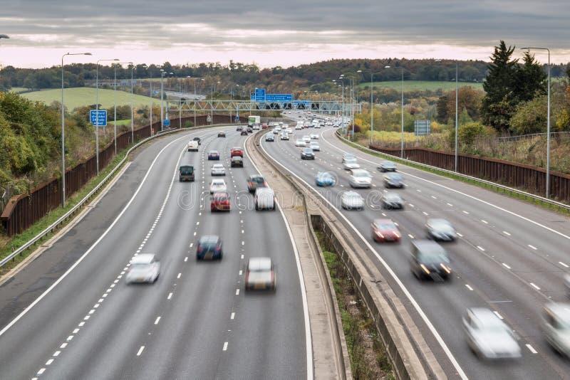 Autopista británica M25 en un día nublado fotografía de archivo libre de regalías