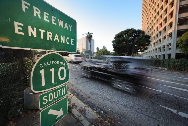 Autopista sin peaje que entra del coche fotografía de archivo libre de regalías