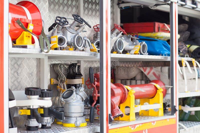 Autopompa antincendio riempimento della macchina immagini stock