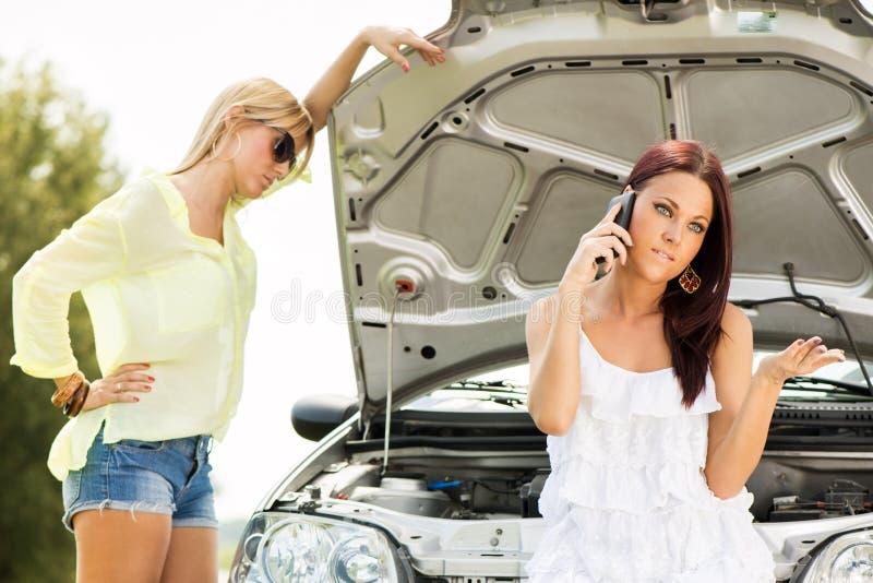 Autoproblemen op de weg royalty-vrije stock fotografie
