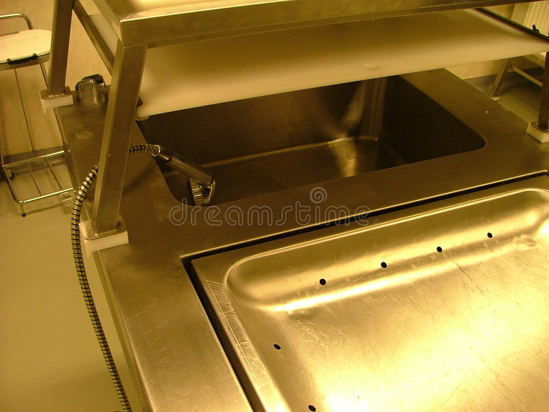 Autopsieraum - Reinigungbassin lizenzfreies stockfoto