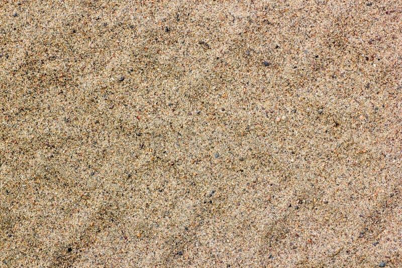 Autoreifenbahnen auf trockenem Sand, Straße, abstrakter Hintergrund, Beschaffenheitsmaterial Reifenbahn auf dem Schmutzsand oder  stockfotografie