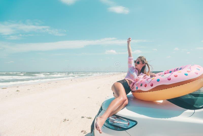 Autoreis aan de strandvakantie stock fotografie