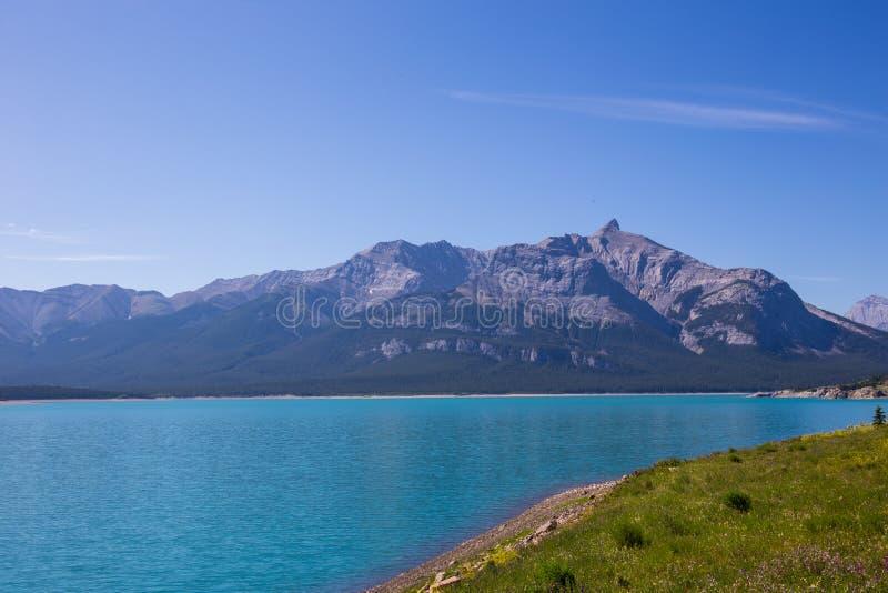 Autoreise auf den Kanadier Rocky Mountains; Banff- und Jasper National-Park, Berge, Seen, Gletscher, Wälder Naturregeln lizenzfreie stockfotos