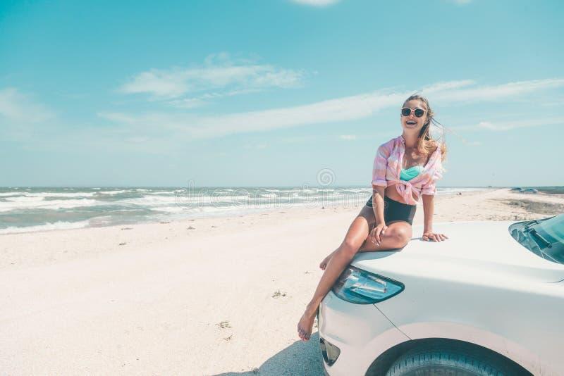 Autoreise zu den Strandurlauben lizenzfreies stockfoto