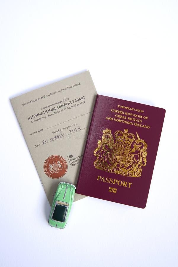 Autorisation motrice internationale et passeport BRITANNIQUE d'UE photos stock